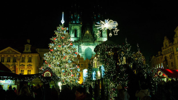 Slavnostní rozsvícení vánočního stromečku v Praze: Ujala se ho Libuška Šafránková